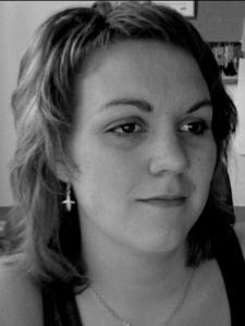 Emma Welander, svartvit bild i halvprofil