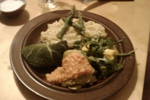risotto, sovojkåldolmar och sparris