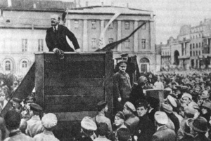 Lenin håller tal
